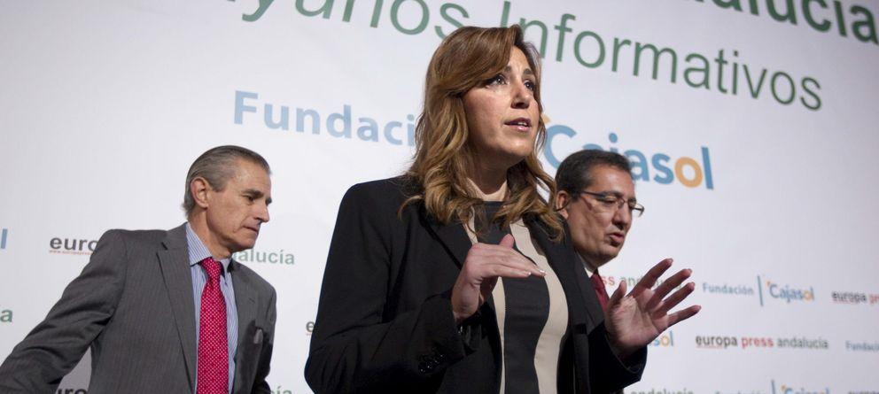 Foto: La presidenta de la Junta de Andalucía, Susana Díaz, junto al presidente de la Fundación Cajasol, Antonio Pulido (d). (EFE)