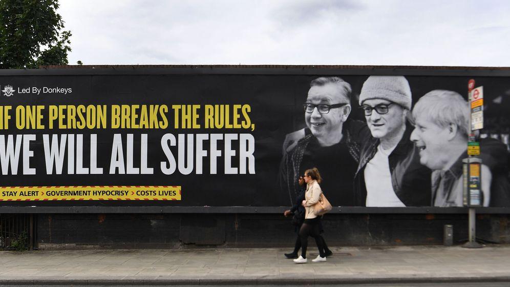 Foto: Un cartel en Londres contra el Gobierno británico que dice: Si una persona rompe las normas, todos sufriremos. (Reuters)