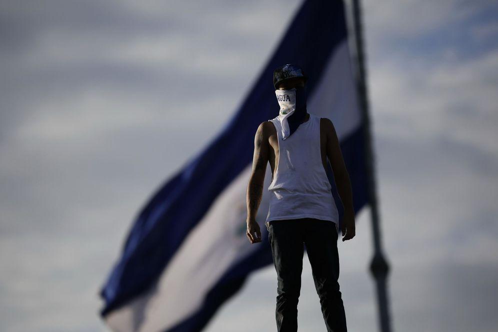 Foto: Un joven protesta el 18 de mayo de 2018, en la ciudad de Managua. (EFE)