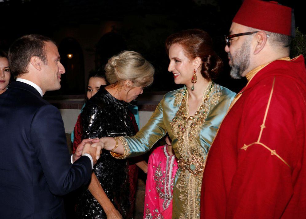 Foto: Mohamed VI y su mujer, la princesa Lalla Salma, reciben a Macron y su mujer en Rabat. (Reuters)