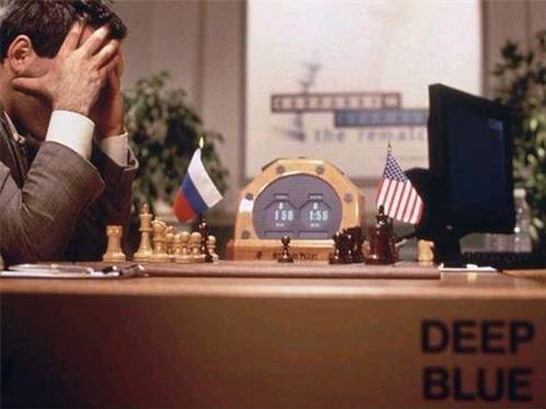 Foto: Kasparov sufriendo ante el programa Deep Blue en la primera derrota del hombre por la máquina