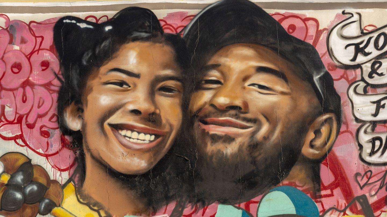 Un mural en Los Ángeles en recuerdo de Kobe y Gianna. (Getty)