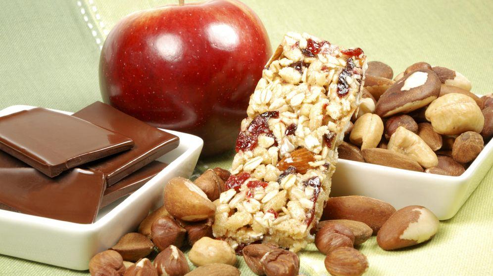 Foto: Cuando el hambre nos ataca, hay alternativas mucho más saludables que otras, como las frutas. (iStock)