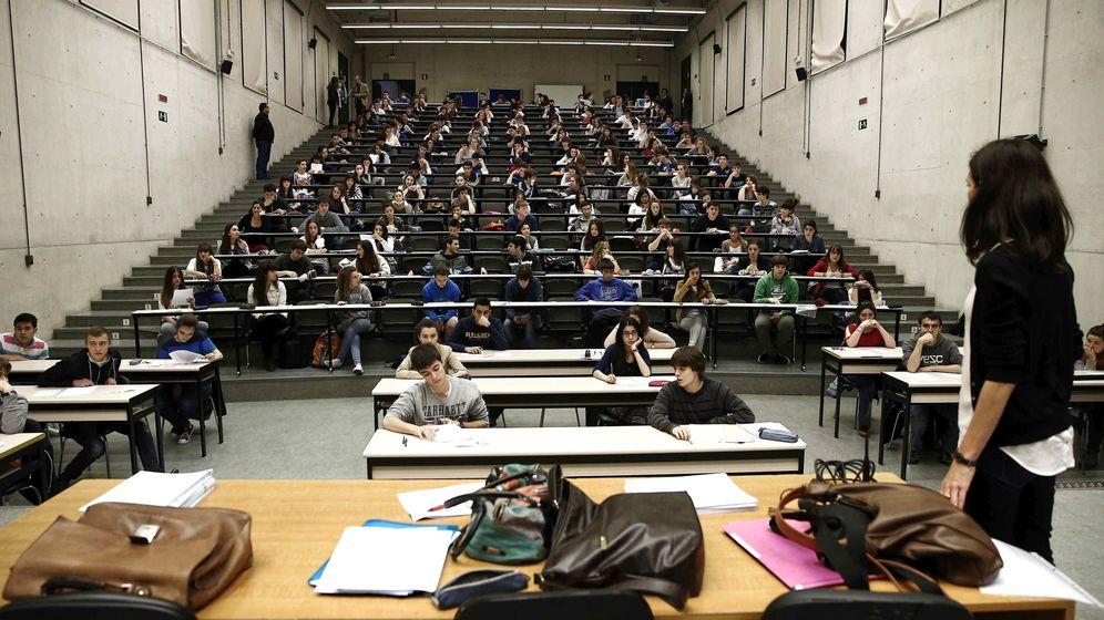 Foto: Un estudiante puede presentarse ante un tribunal de evaluación de su TFG sin haber escrito una sola palabra. (EFE)