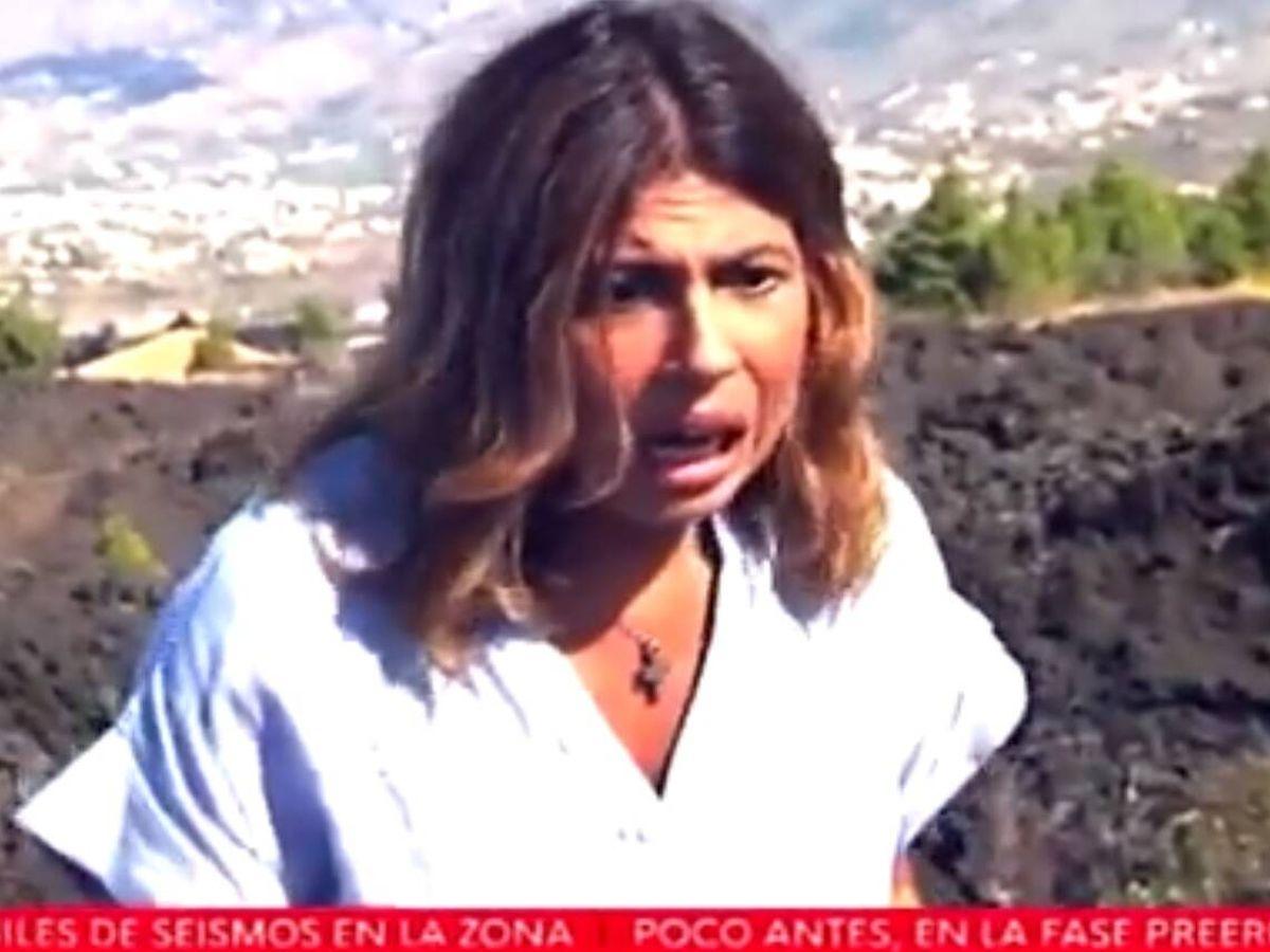 Foto: Periodista de RTVE, durante la erupción volcánica.