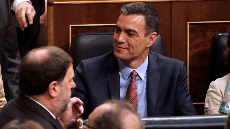 Junqueras (i) y Sánchez (c), durante la pasada sesión constitutiva de Cortes. (EFE)