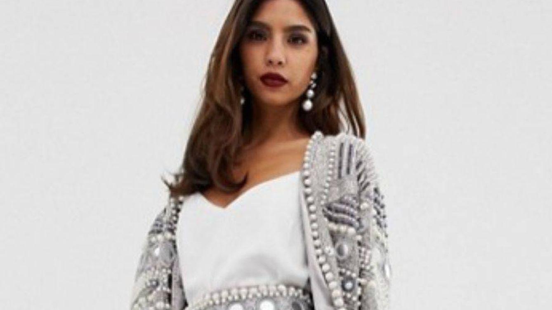 Te vas a enamorar de esta falda joya de Asos y si no lo haces, lo harás de su chaqueta