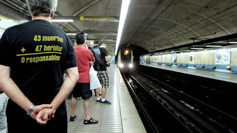 Empleados del metro niegan ayuda a un niño en silla de ruedas a bajar escaleras