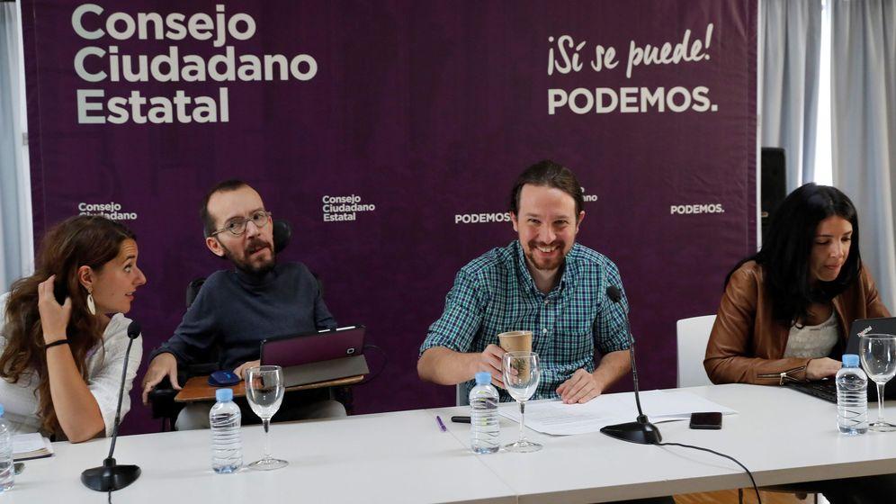 Foto: El líder de Podemos, Pablo Iglesias, y Pablo Echenique, secretario de organización de Podemos, en el Consejo Ciudadano Estatal de Podemos. (EFE)