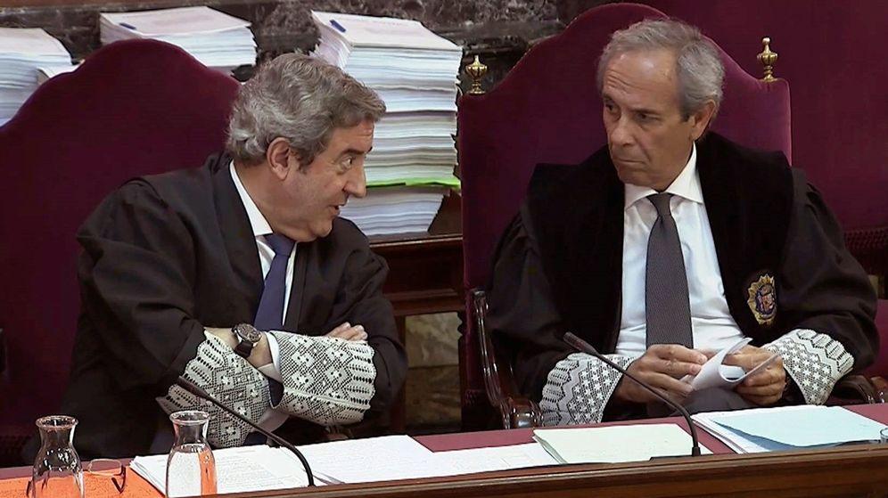 Foto: Imagen capturada de la señal institucional del Tribunal Supremo de los fiscales Javier Zaragoza (i) y Jaime Moreno (d). (EFE)