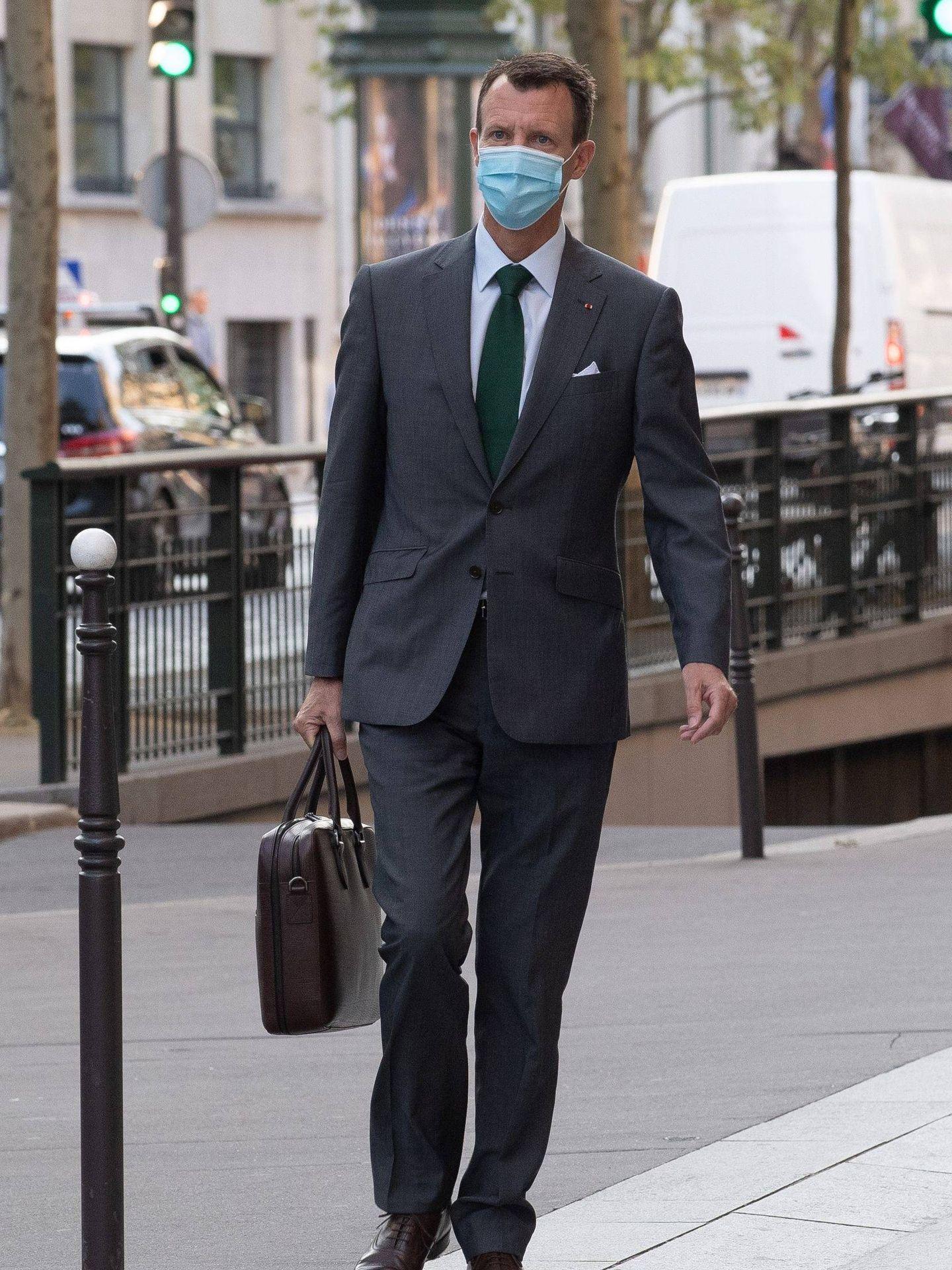 El príncipe Joaquín, llegando a su nuevo puesto de trabajo. (Cordon Press)