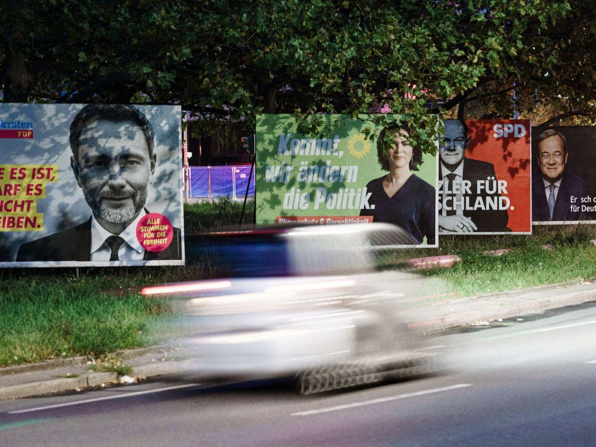 Foto: Carteles de los candidatos a las elecciones. (EFE)