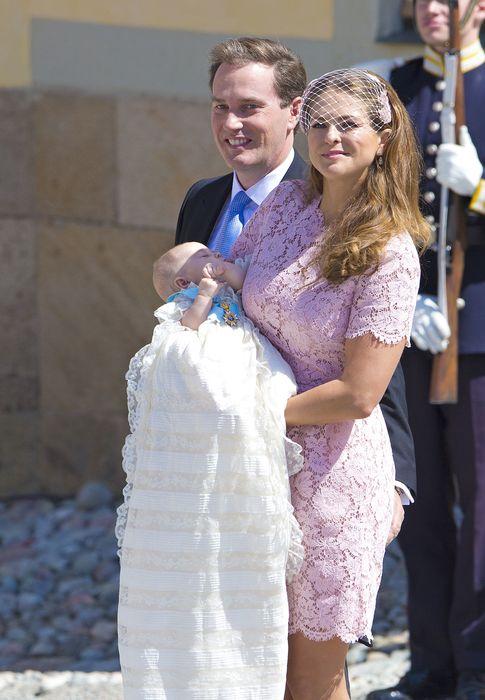 Foto: Magdalena y su marido, durante el bautizo de su hija Leonore (Gtres)