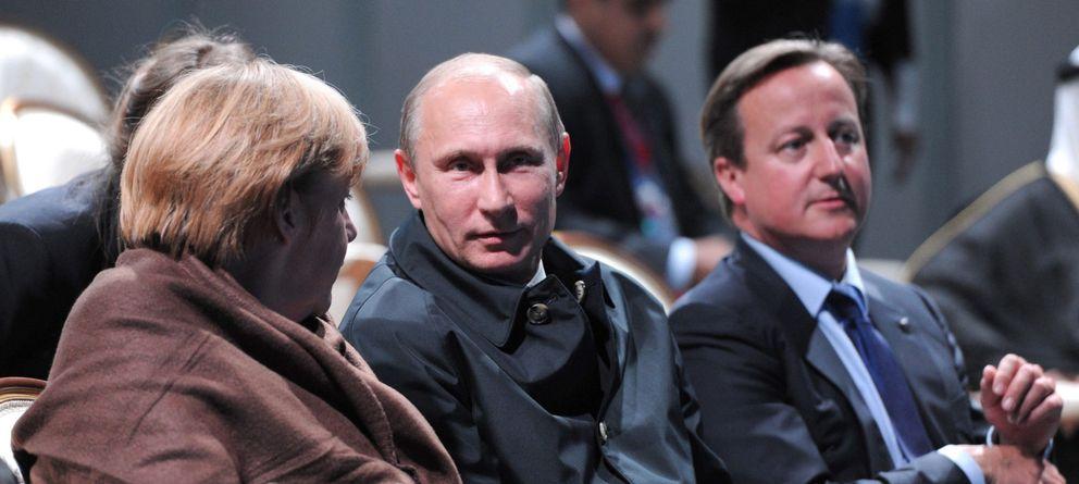 Foto: La canciller alemana, Angela Merkel (dcha), el primer ministro británico, David Camero (dcha.) y el presidente ruso, Vladimir Putin. (Efe)