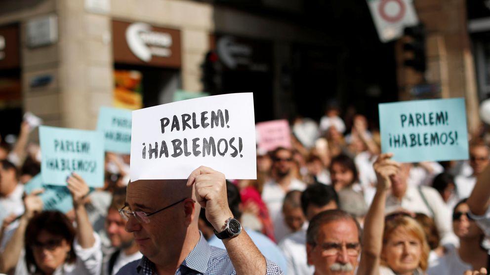 La plaza de Sant Jaume clama por el diálogo en el conflicto catalán