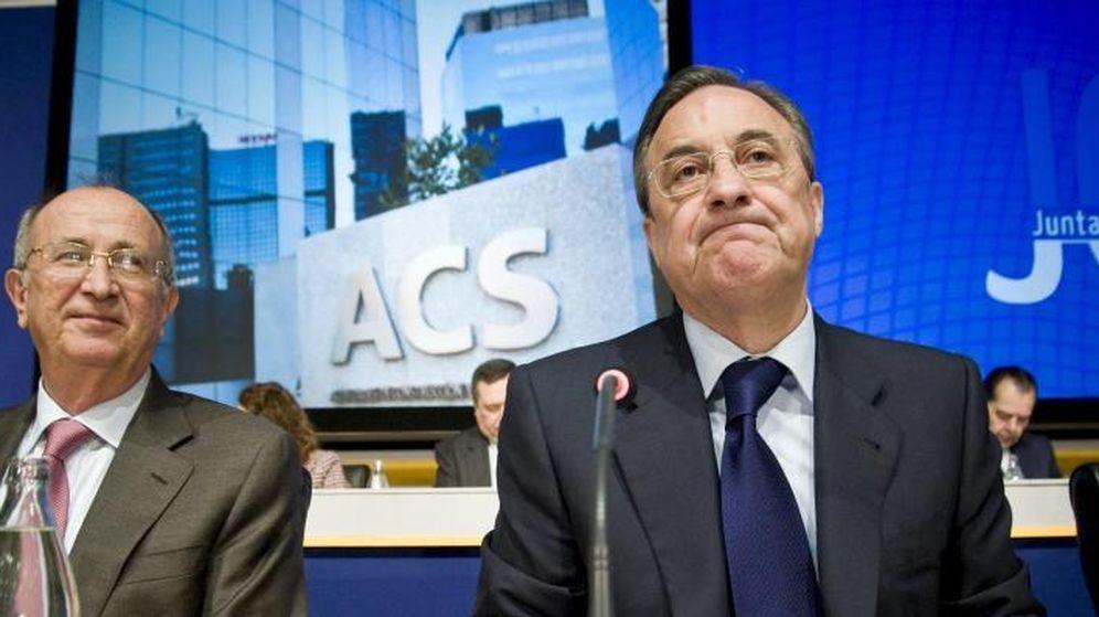 Foto: Florentino Perez (dcha.) durante una asamblea de ACS. (Efe)