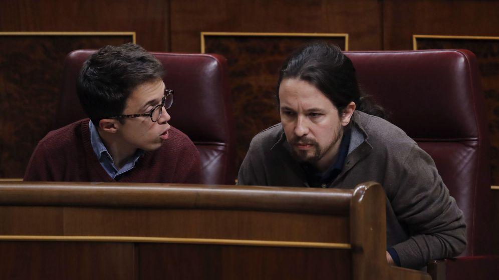 Foto: Los diputados de Podemos, Pablo Iglesias e Íñigo Errejón durante un pleno del Congreso de los Diputados. (Efe)