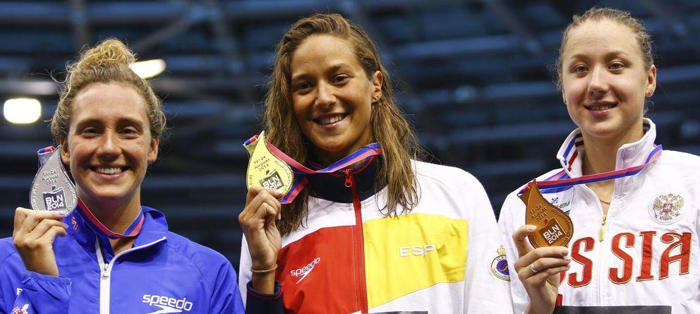 Foto: Duane da Rocha posa con la medalla de oro conseguida en los 200 metros espalda.