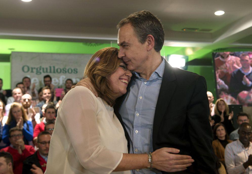 Foto: José Luis Rodríguez Zapatero abraza a Susana Díaz, durante el mitin de este 16 de diciembre en Jaén. (EFE)