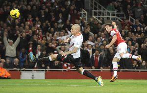 El Arsenal es mucho más líder de la Premier gracias a Cazorla