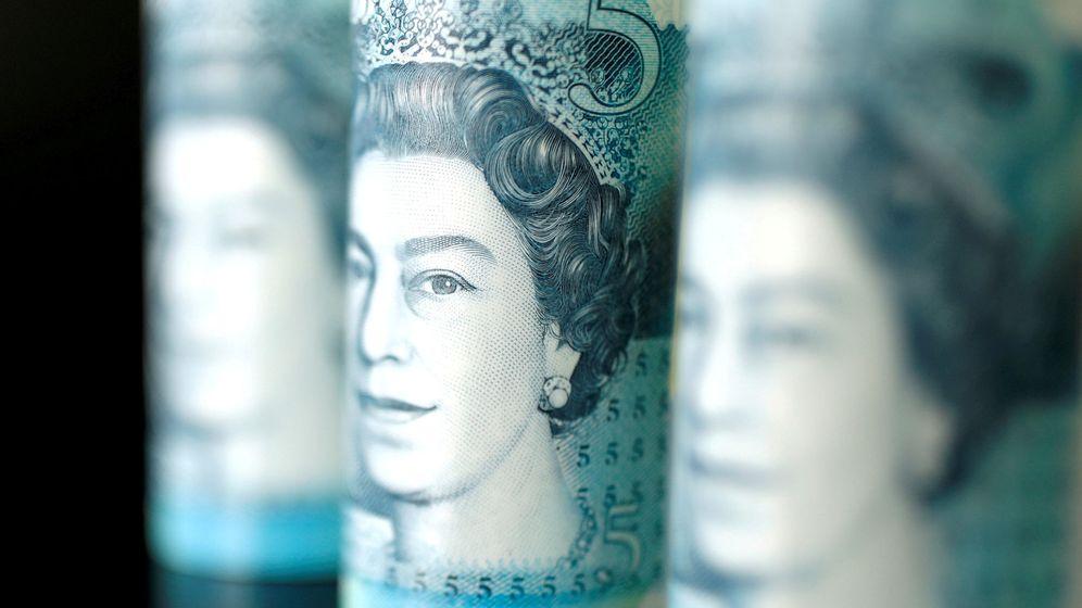 Foto: Libra esterlina con la cara de la reina de Inglaterra. (Reuters)