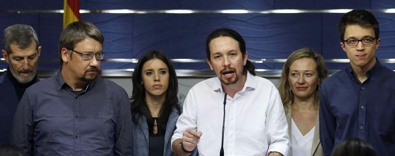 Pablo Iglesias y dirigentes de Podemos, el pasado 22 de enero en el Congreso. (EFE)