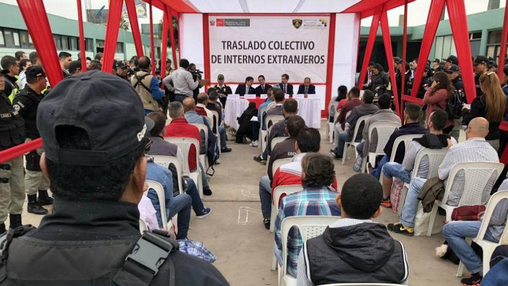 Foto: Ceremonia de entrega de los presos españoles por parte del INPE peruano a la Policía Nacional española para su traslado.