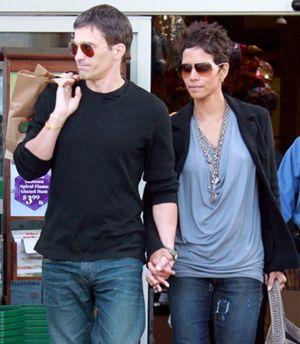 Olivier Martinez y Halle Berry confirman su compromiso