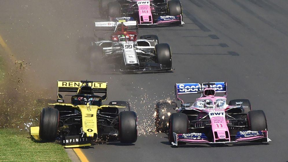 Foto: El Renault de Daniel Ricciardo, tocado. (EFE)