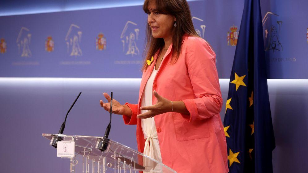 Foto: La diputada de Junts per Catalunya Laura Borràs, en rueda de prensa en el Congreso tras reunirse con la vicepresidenta Carmen Calvo. (EFE)