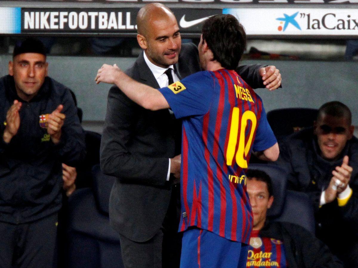 Foto: Pep Guardiola y Leo Messi se abrazan durante un partido con el FC Barcelona. (REUTERS)