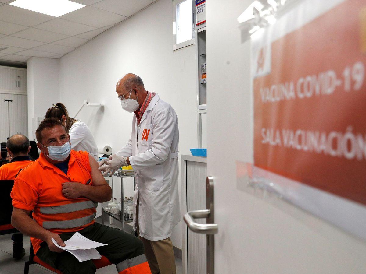 Foto: Vacunación covid. (EFE)