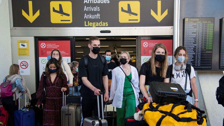 Llegadas de turistas al aeropuerto de Palma. (EFE)