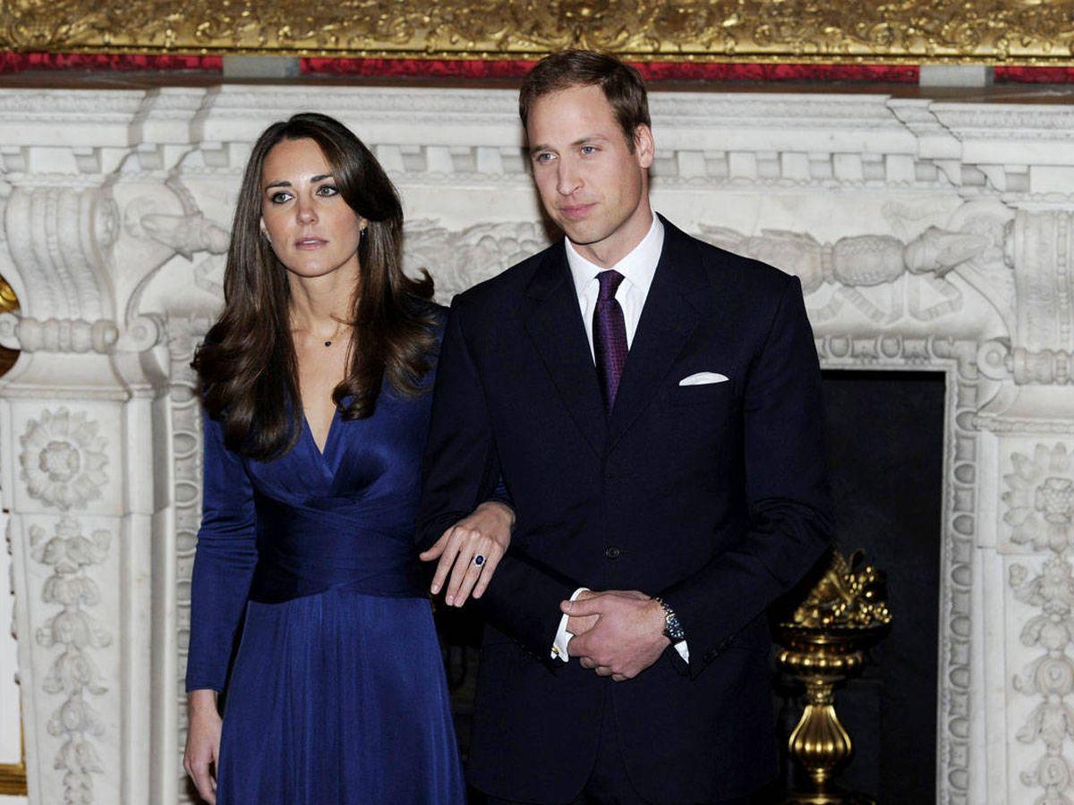 Foto: Kate Middleton y el príncipe Guillermo, tras el anuncio de su compromiso matrimonial. (Reuters)