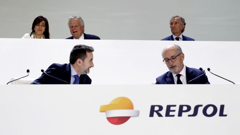 El consejero delegado, Josu Jon Imaz, y el presidente de Repsol, Antonio Brufau durante la junta de accionistas de la petrolera (EFE)