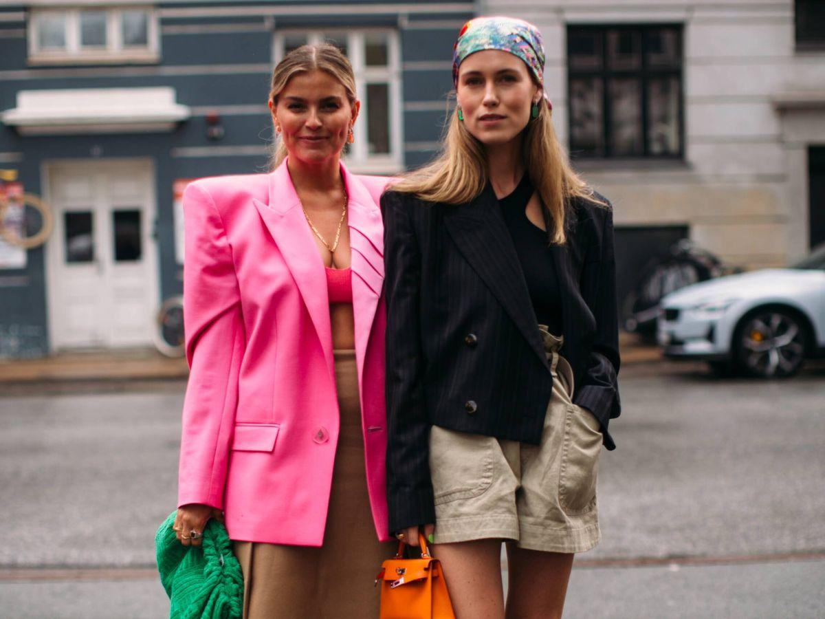 Foto: Las prescriptoras de moda danesas nos dicen cómo vestir bien este otoño. (Imaxtree)