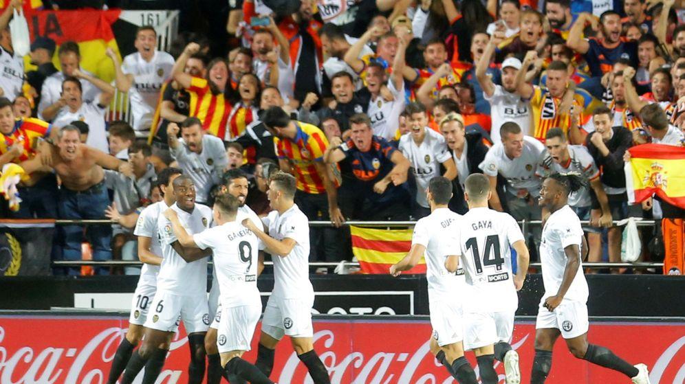 Foto: Los jugadores del Valencia celebran un gol. (Reuters)