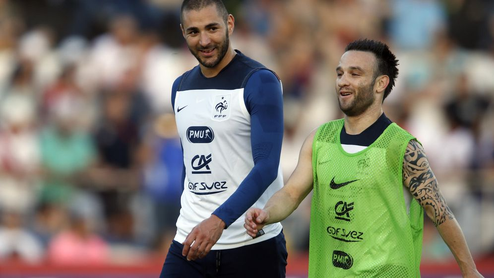 Foto: Benzema y Valbuena, durante una concentración de la selección francesa (Reuters)