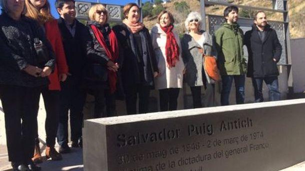 Foto: Placa-homenaje a Salvador Puig Antich en Nou Barris. (Ayuntamiento de Barcelona)