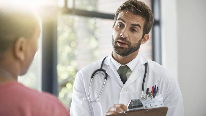 Foto: La relación entre doctor y enfermo debería ser de plena confianza... pero hay excepciones. (iStock)