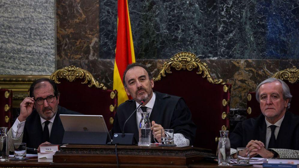 Foto: El presidente del tribunal y ponente de la sentencia, Manuel Marchena (c), junto a los magistrados, Andrés Martínez Arrieta (i) y Juan Ramón Berdugo (d). Foto: EFE