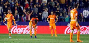 Post de El Málaga CF, del caos al descenso: la afición carga contra el jeque Al-Thani en Twitter