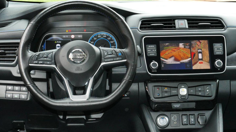 Un puesto de conducción sencillo, pero con todo lo necesario en el Nissan Leaf.