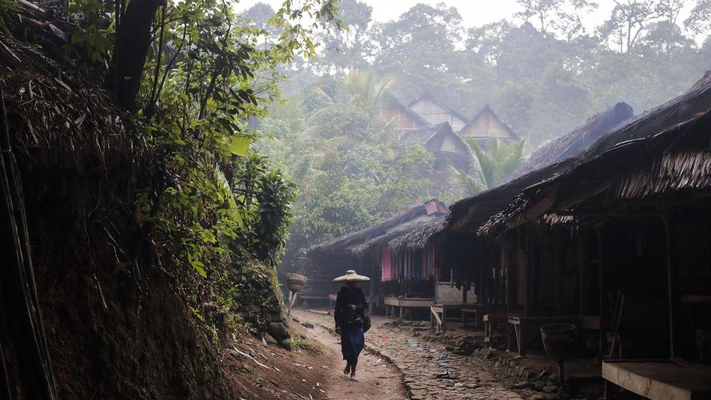 Foto: Un miembro de la tribu Baduy Luar. (EFE)
