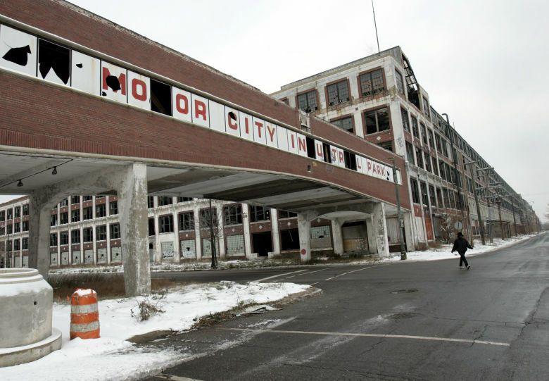 Edificio abandonado de Packard Motor Car Company en Detroit. (Reuters)