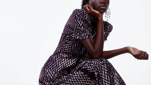 Este vestido de hilo metalizado de Zara es lo más femenino, rockero y favorecedor del mundo