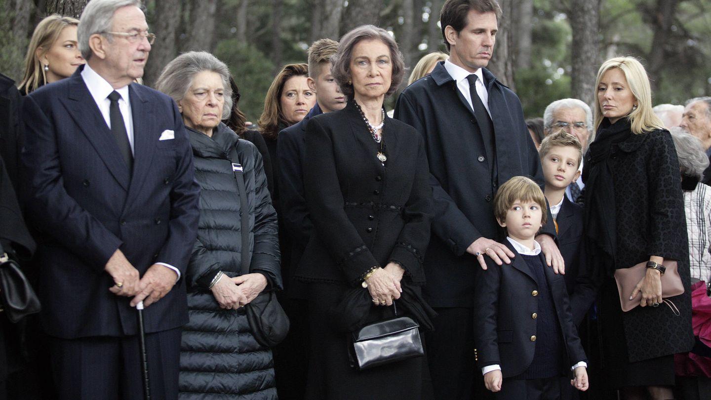 La familia real griega, en el homenaje al rey Pablo I en 2014. (Getty)