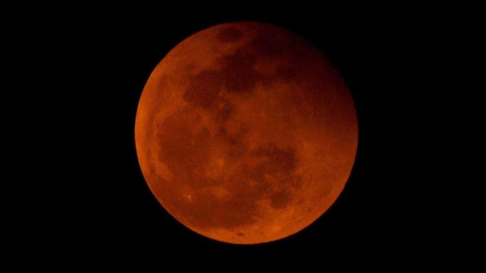 Foto: Eclipse total de Luna en Vietnam. (EFE)