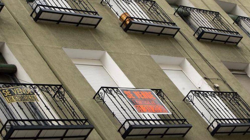 Foto: Carteles de pisos en venta en Madrid.