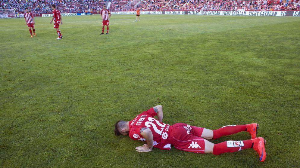 Foto: Cifuentes, sobre el campo en el partido que disputaron frente al Lugo (Efe).